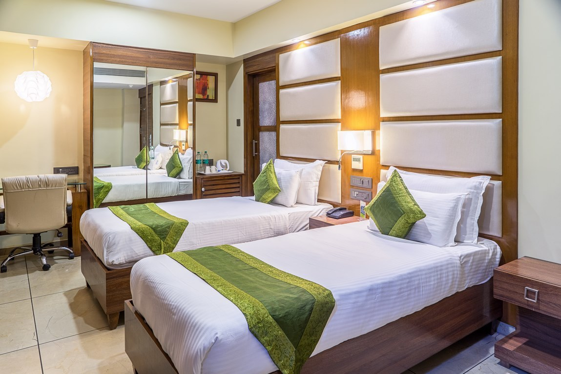 Best hotel in Ahmedabad city center<br/>https://www.tripadvisor.in/ShowUserReviews-g297608-d7182459-r568782953-Armoise_Hotel-Ahmedabad_Ahmedabad_District_Gujarat.html